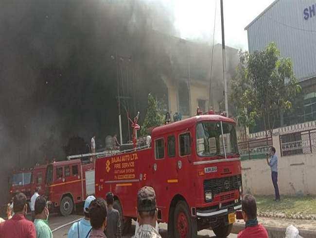दुर्गा फाइबर कंपनी मे लगी आग, कर्मचारियों में हड़कंप