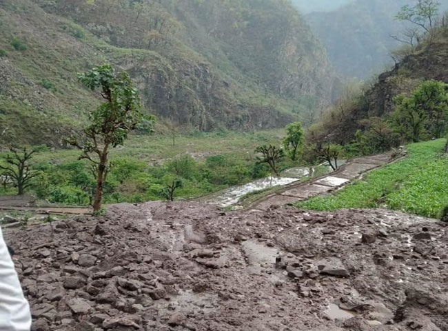 नरेंद्रनगर विधानसभा के क्यारा के गांव भंगेली में बादल फटने से तबाही