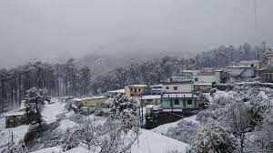 उत्तराखंड में मौसम का बदला मिज़ाज, अधिकतर पर्वतीय क्षेत्र में हुआ हिमपात
