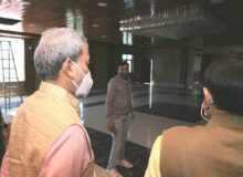 मुख्यमंत्री ने सेलाकुई स्थित ऑक्सीजन प्लांट का किया निरीक्षण