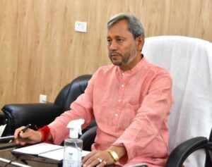 जिलाधिकारी प्रतिदिन जनता से मिले: मुख्यमंत्री