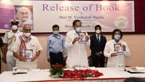 """''नीलिमारानीः माई मदर-माई हीरो"""" का विमोचन किया उपराष्ट्रपति एम. वैंकैया नायडू ने"""