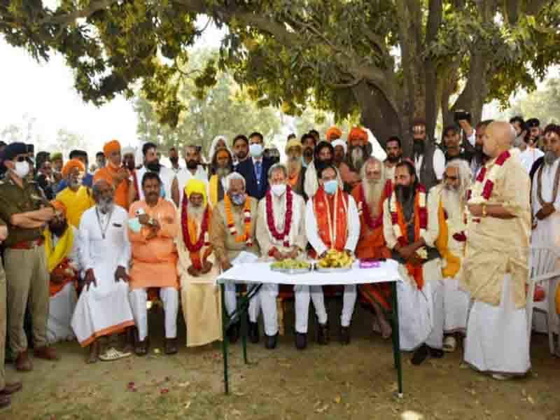 कुंभ के सफल आयोजन के लिए संतों ने जताया मुख्यमंत्री का आभार