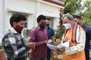 मुख्यमंत्री ने बीजापुर हाउस में जनता से की मुलाकात