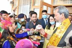 मुख्यमंत्री ने बच्चों के साथ मनाया फूलदेई पर्व