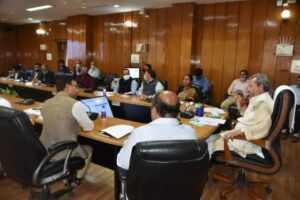 मुख्यमंत्री ने अधिकारियों से मुख्य उपलब्धियों एवं भविष्य की कार्य योजना पर चर्चा की