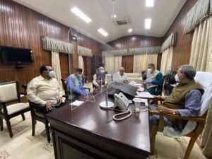 जनप्रतिनिधि जनता के साथ संवाद बनाए रखें : मुख्यमंत्री