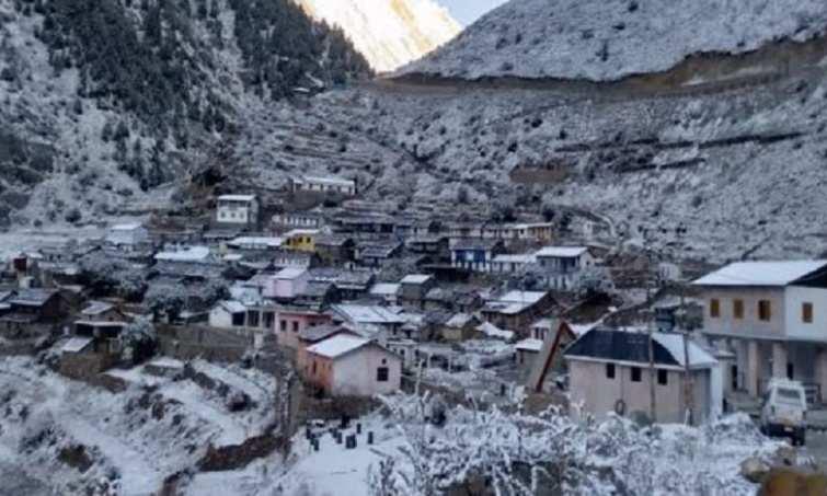 चमोली में अचानक मौसम ने बदली करवट, जिले में हुई बर्फवारी